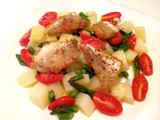 Gallinella gratinata con insalata tiepida di patate e asparagi