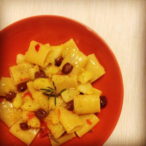 paccheri con patate e olive taggiasche