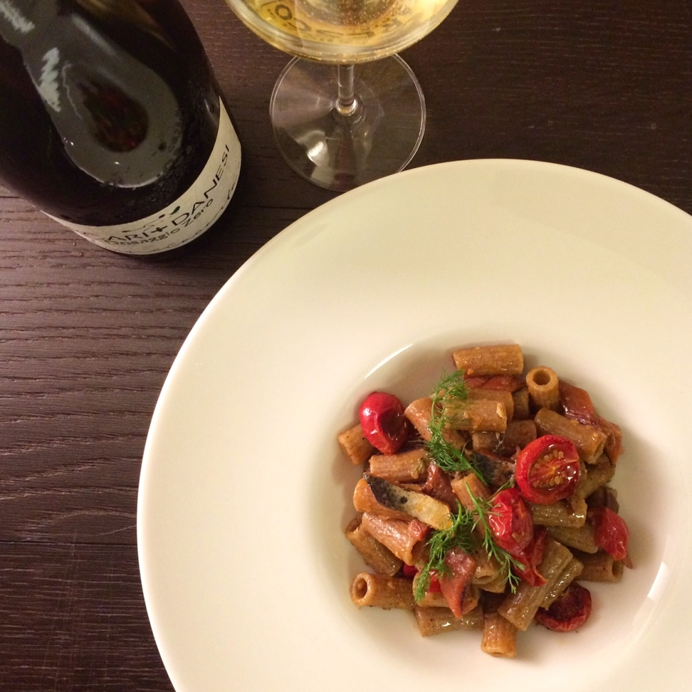 maccheroncini-con-sarde-essiccate-e-pomodorini-confit